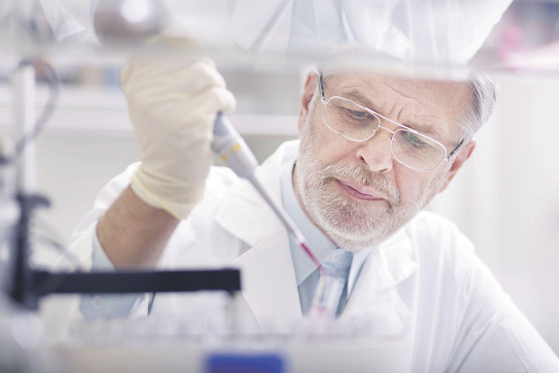 Wissenschaftler im Labor. Thema: Krebs-Immuntherapie
